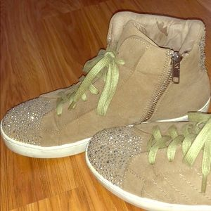Shoes - Sneakers with bedazzled character